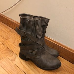 Shoes - Forever 21 boots